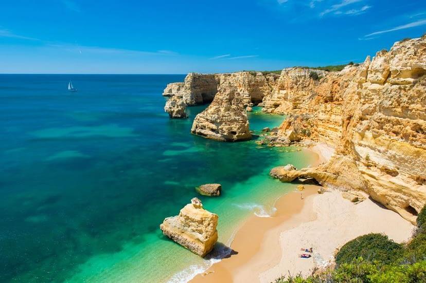 Praia da Marinha à coté de la ville de lagoa tripalgarve immobilier portugal algarve albufeira